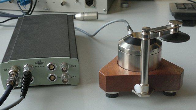 Messgerät von Brüel & Kjaer für Kopfhörer und In-Ears; Name: Artificial Ear Type 4153