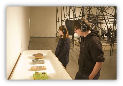 Soundmaschinenausstellung mit Kopfhörern von Teufel