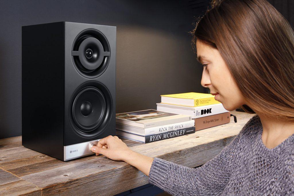 raumfeld-stereo-m-black-lifestyle-08-1300x867x72-1024x683
