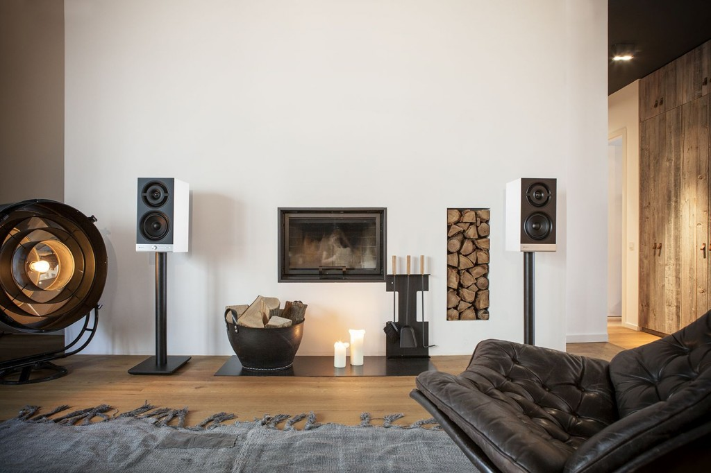 raumfeld-stereo-m-white-lifestyle1
