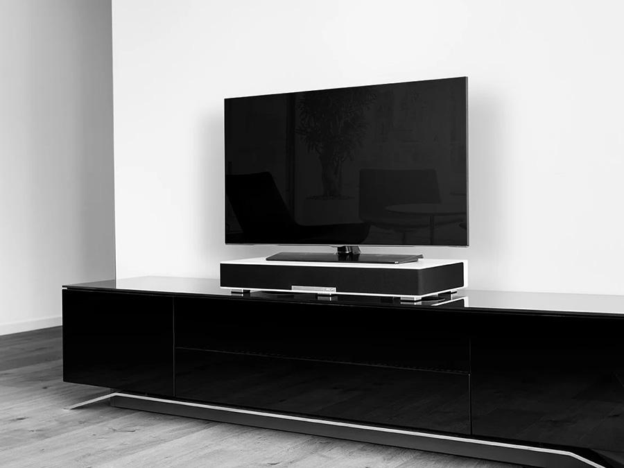 Fernseher auf Sounddeck Streaming von Teufel