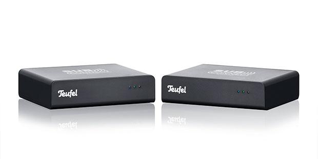 Set aus Wireless Transmitter und Receiver zur kabellosen Übertragung des Subwoofer-Signals