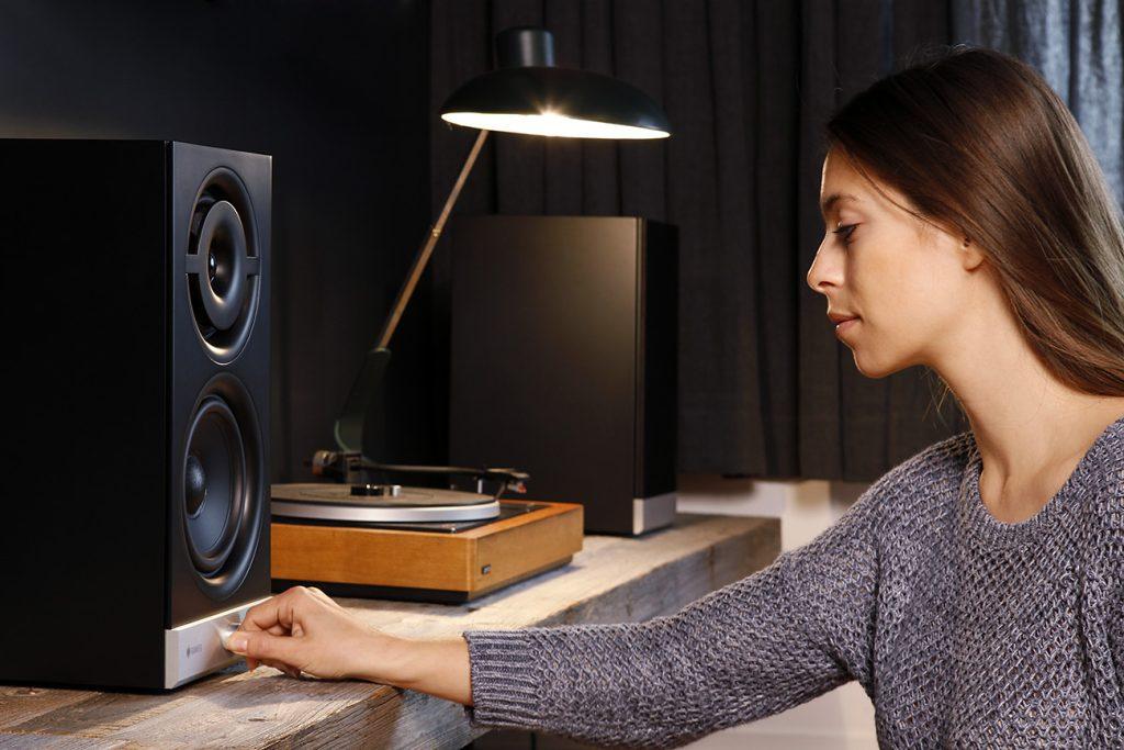 raumfeld-stereo-m-black-lifestyle-07-1300x867x72