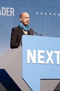 Schiller auf einer Konferenz