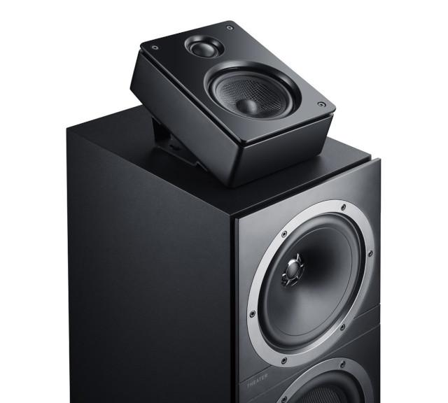 Schwarze Atmos Lautsprecher auf dem Säulen-Lautsprecher Ultima 40