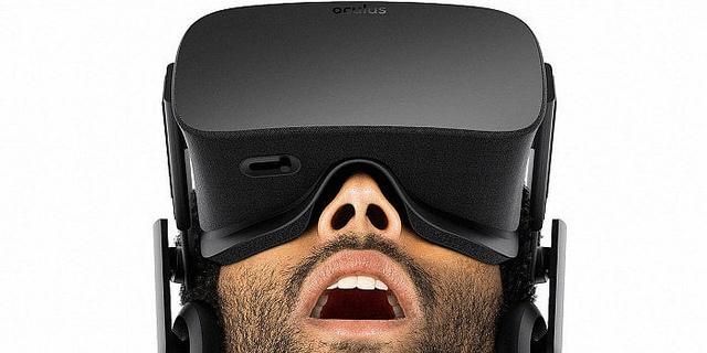 Man mit der VR-Brille Oculus Rift