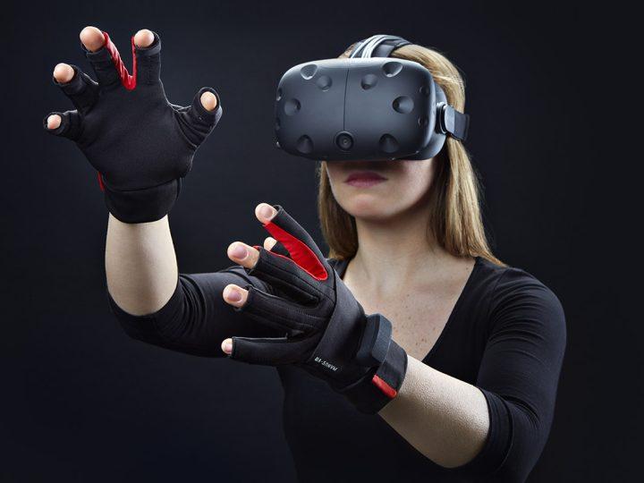 VR-Brille mit Sensorikhandschuhen