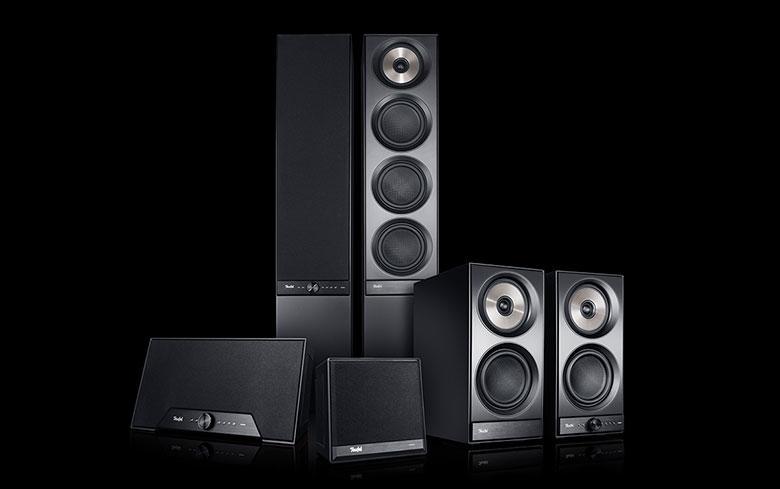 Lautsprecher unterschiedlicher Größe und Bauweise mit mit WLAN