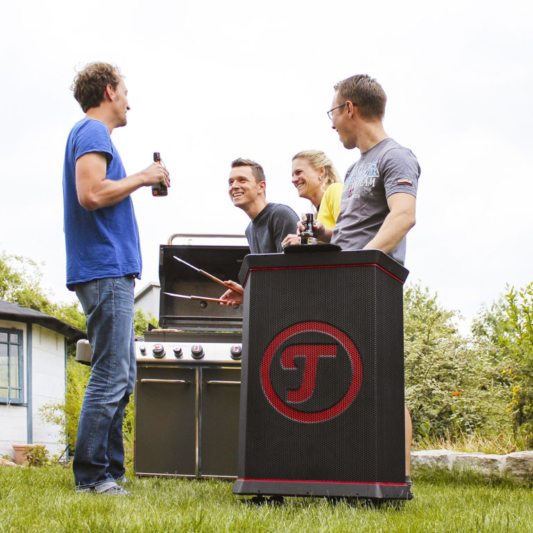 The Rockster in action at a barbecue party. Battery types: car battery