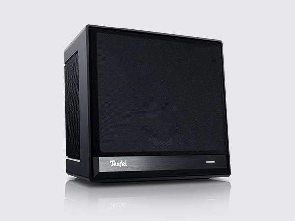 Der Teufel-Speaker One S in Schwarz vor neutralem Hintergrund.