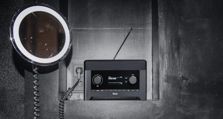 Radio 3sixty mit DAB+ vor einer Betonwand
