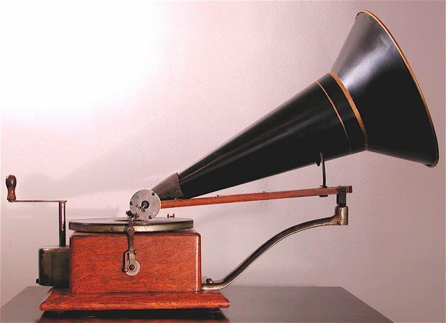 Ein Gramophon mit Hornlautsprecher