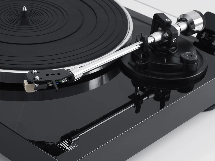 Tonabnehmer Nahaufnahme Schallplattenspieler DUAL DT 500 USB