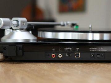 Der Plattenspieler TEAC TN-300 kann Schallplatten digitalisieren
