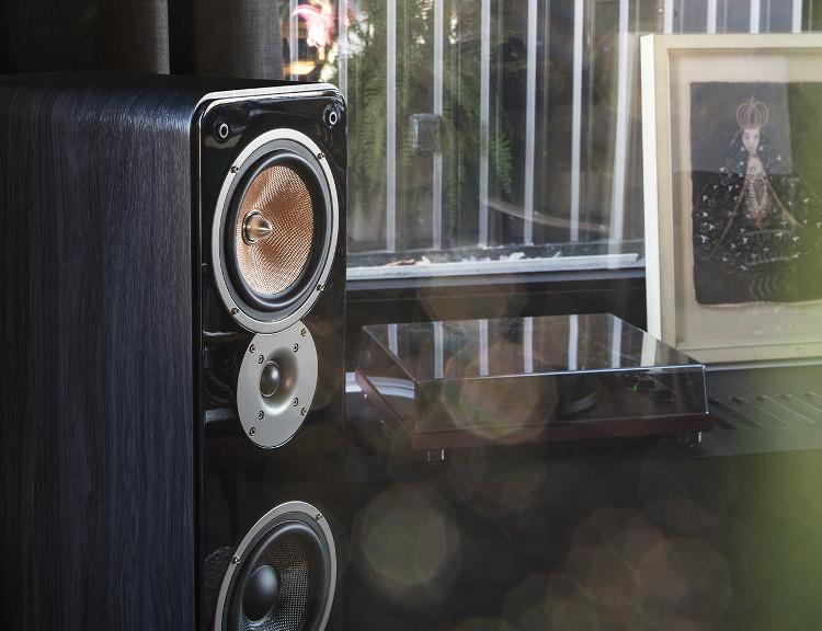 Ultima 40 Lautsprecher mit USB-Plattenspieler TEAC 300-TN
