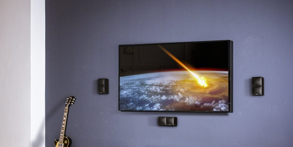 Smart-TV mit Wandaufhängung.