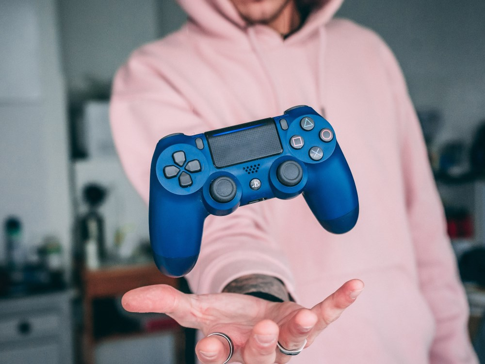 Gamer mit Controller