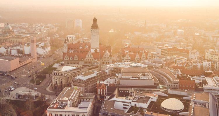 Blick auf den Stadtkern Leipzigs mit Neuem Rathaus.