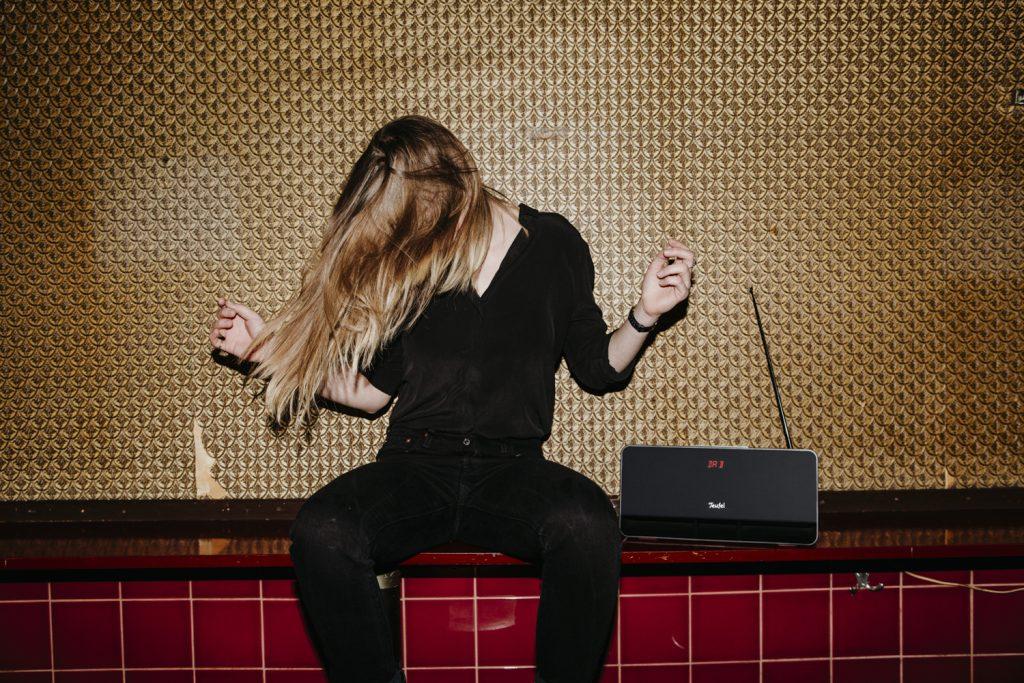 Musik hören mit portablem Lautsprecher