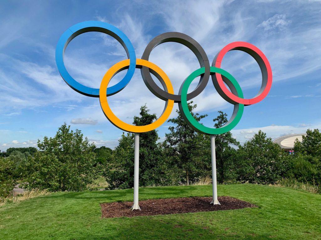Olympische Ringe sind das Symbol der olympischen Spiele.