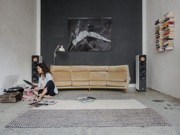 Schallplatten hören im Wohnzimmer