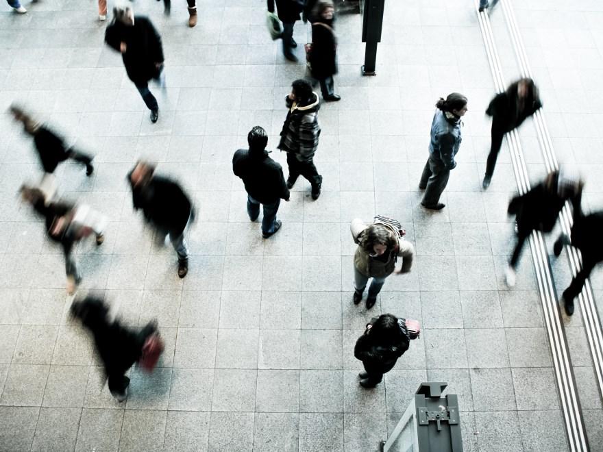 Menschen an öffentlichem Ort