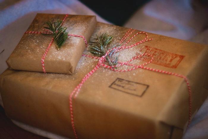 Packpapier als nachhaltige Geschenkverpackung
